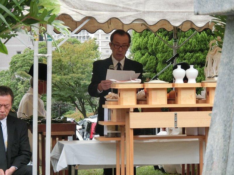http://fukuoka.goyu.jp/%E9%99%B8%E8%BB%8D%E5%A2%93%E5%9C%B0%E6%85%B0%E9%9C%8A%E7%A5%AD06.jpg