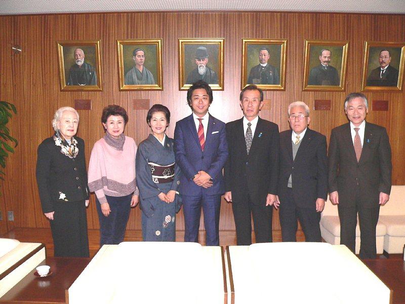 http://fukuoka.goyu.jp/%E9%AB%98%E5%B3%B6%E5%B8%82%E9%95%B7%E8%A1%A8%E6%95%ACup.jpg