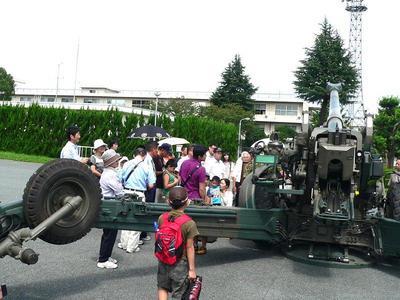 ②155mm榴弾砲見学.JPG