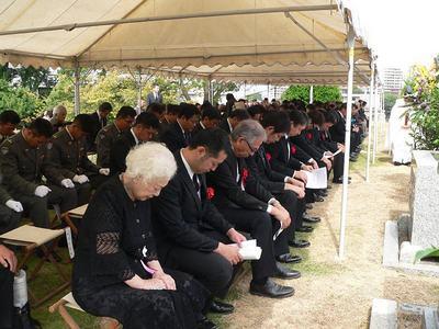 2012慰霊祭参加者.jpg