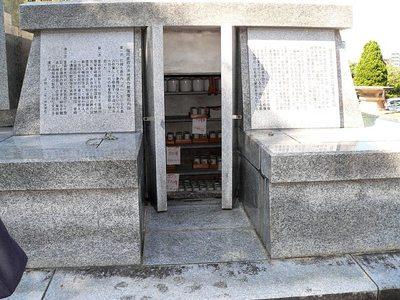 2013開錠された納骨石室.jpg