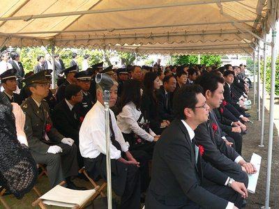 2013慰霊祭参列者.jpg