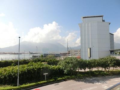 ①翌朝の香港宿泊ホテルと港.jpg